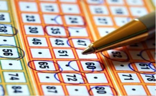 Jugar a la lotería con números aleatorios